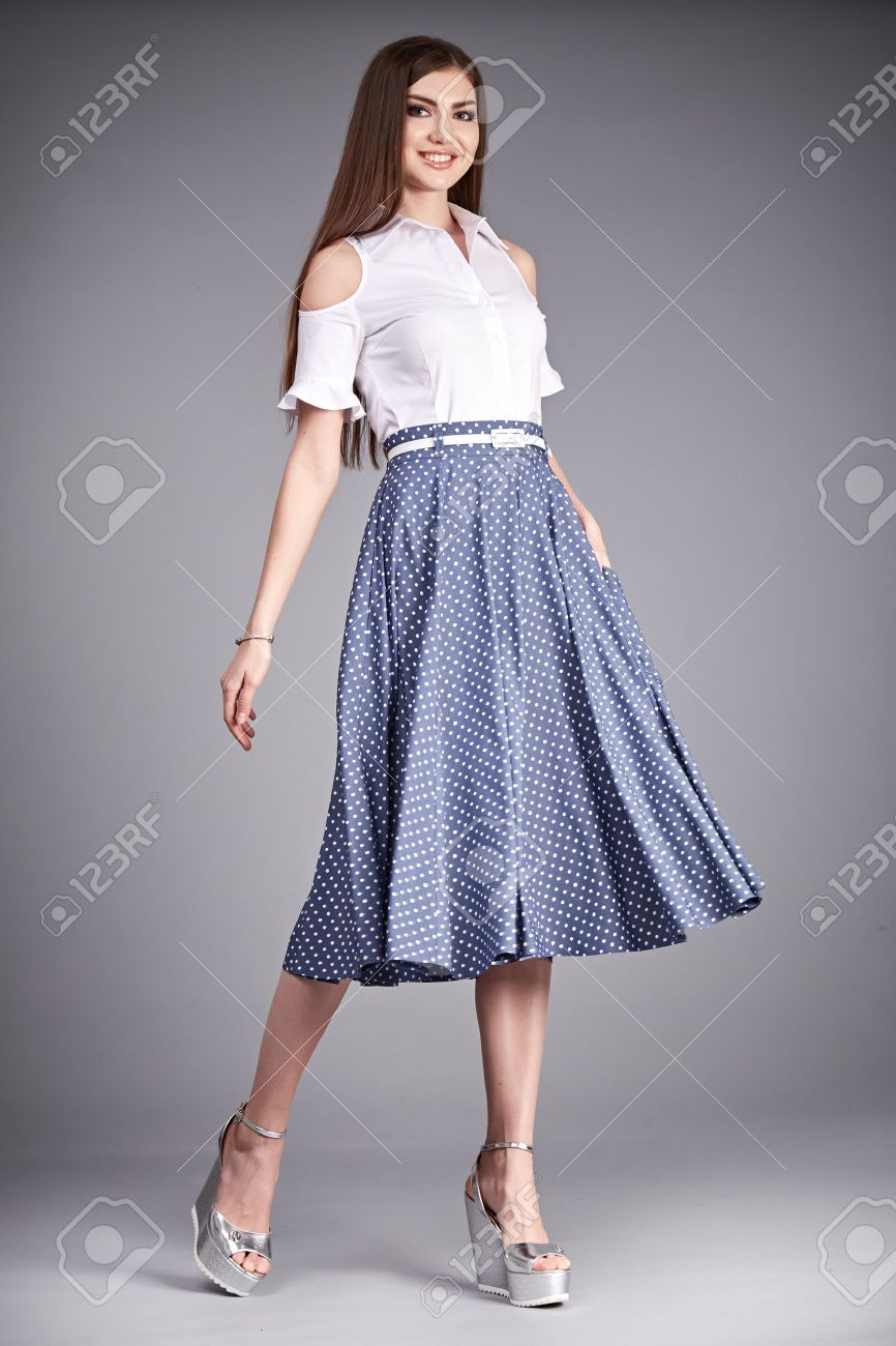 cbbe35b0872a4c Belle femme usure jupe et soie blouse mode de coton catalogue de vêtements  décontractés pour le bureau de réunion du parti chaque jour porter ...