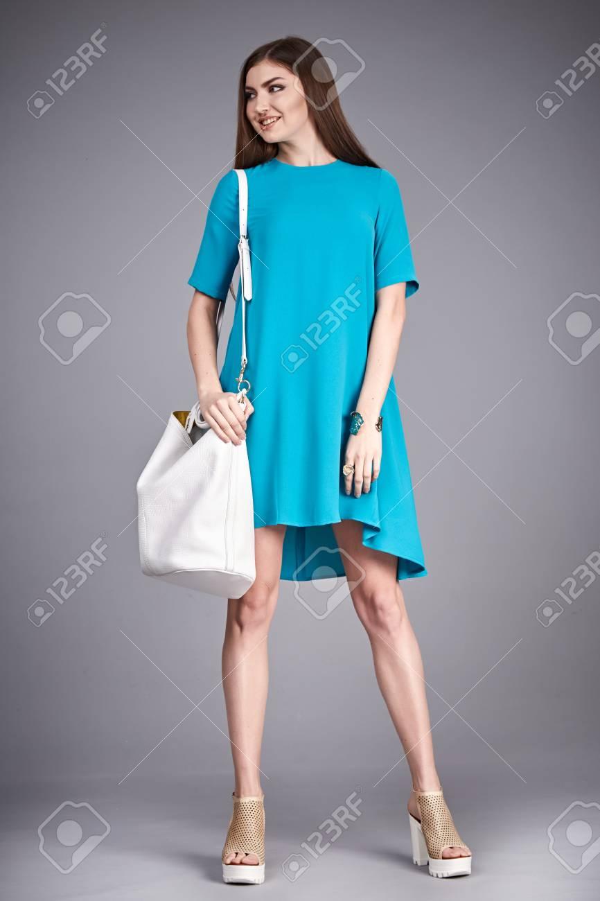 b037ba6fb Catálogo De Ropa De Moda Para La Mujer De Negocios Mamá Zapatos De La  Colección Vestido De Algodón De Seda Del Partido A Pie De Sesiones De  Verano De ...