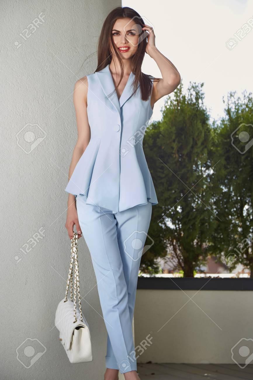 500b529d475 Mode Glamour-Model schönen sexy Frau in Business-Stil Kleidung für Büro und  ungezwungenen