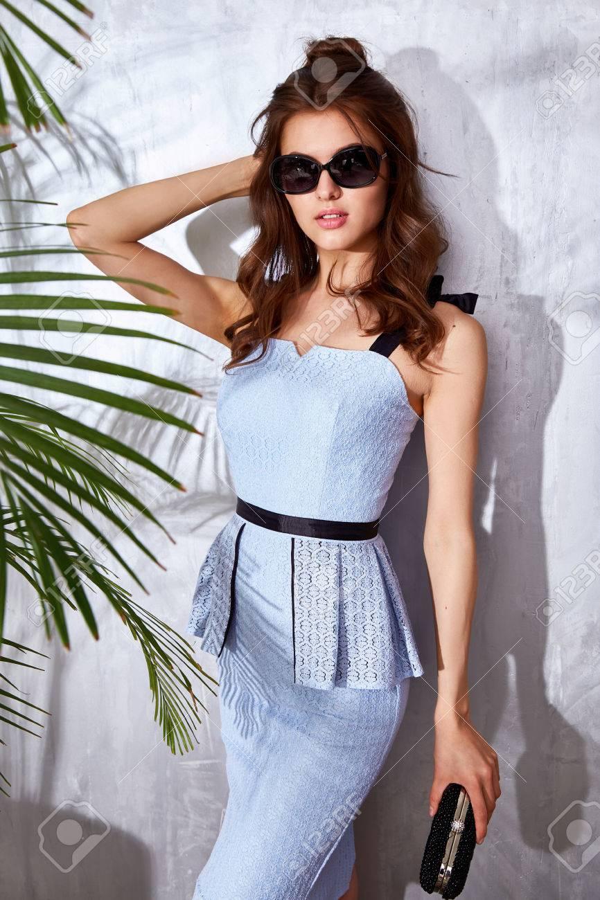 Schöne Sexy Frau Tragen Mode-Design Kleid Glamour-Stil Der ...