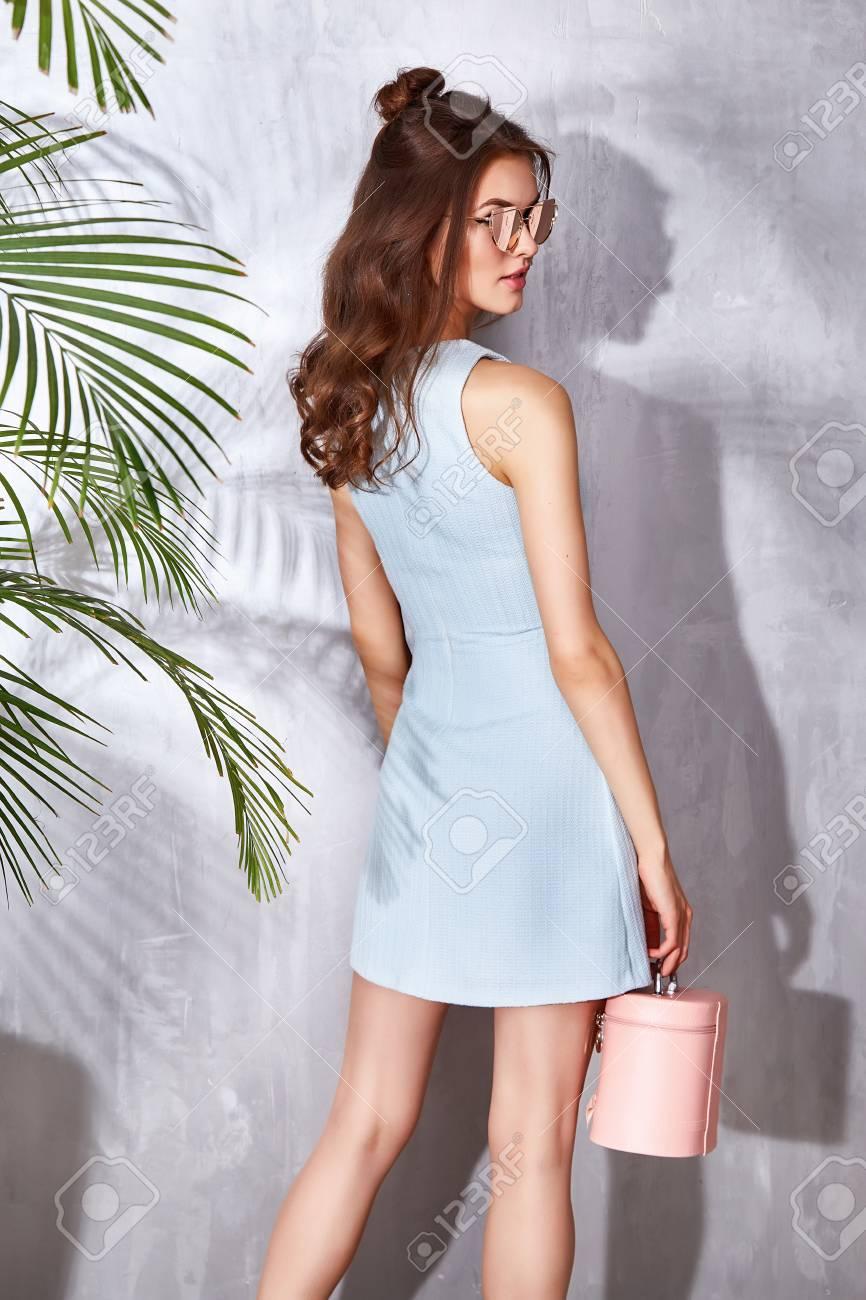 Schöne Sexy Modell Frau Abnutzung Modischer Kleidung Stilvollen ...