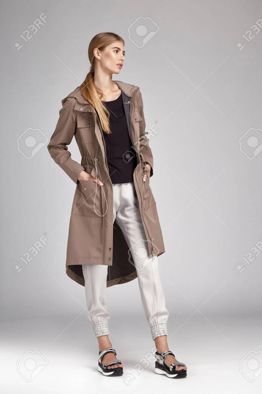Corps Cosmétique Accessoire Visage Élégants Femme Maquillage Mannequin Blonds Sexy Cheveux Long Belle Bijoux Et Naturel Main Parfaite Vêtements 1gUaqOw