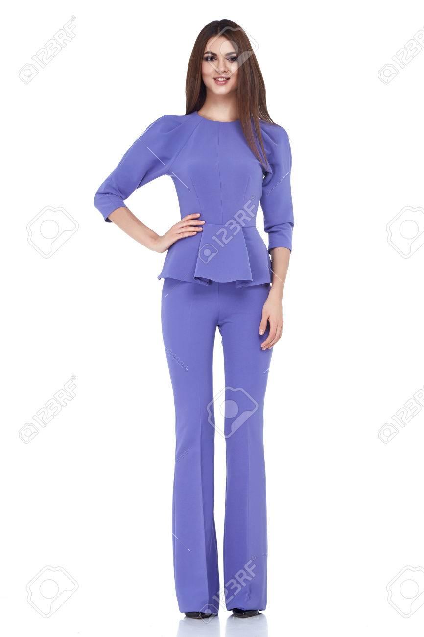 Senora Hermosa Mujer Desgaste Estilo Casual De Los Pantalones Fecha De Juego Del Color De La Chaqueta De La Blusa Lila Bastante Cara Ropas Oscuras Naturales Coleccion De Otono Modelo De Glamour
