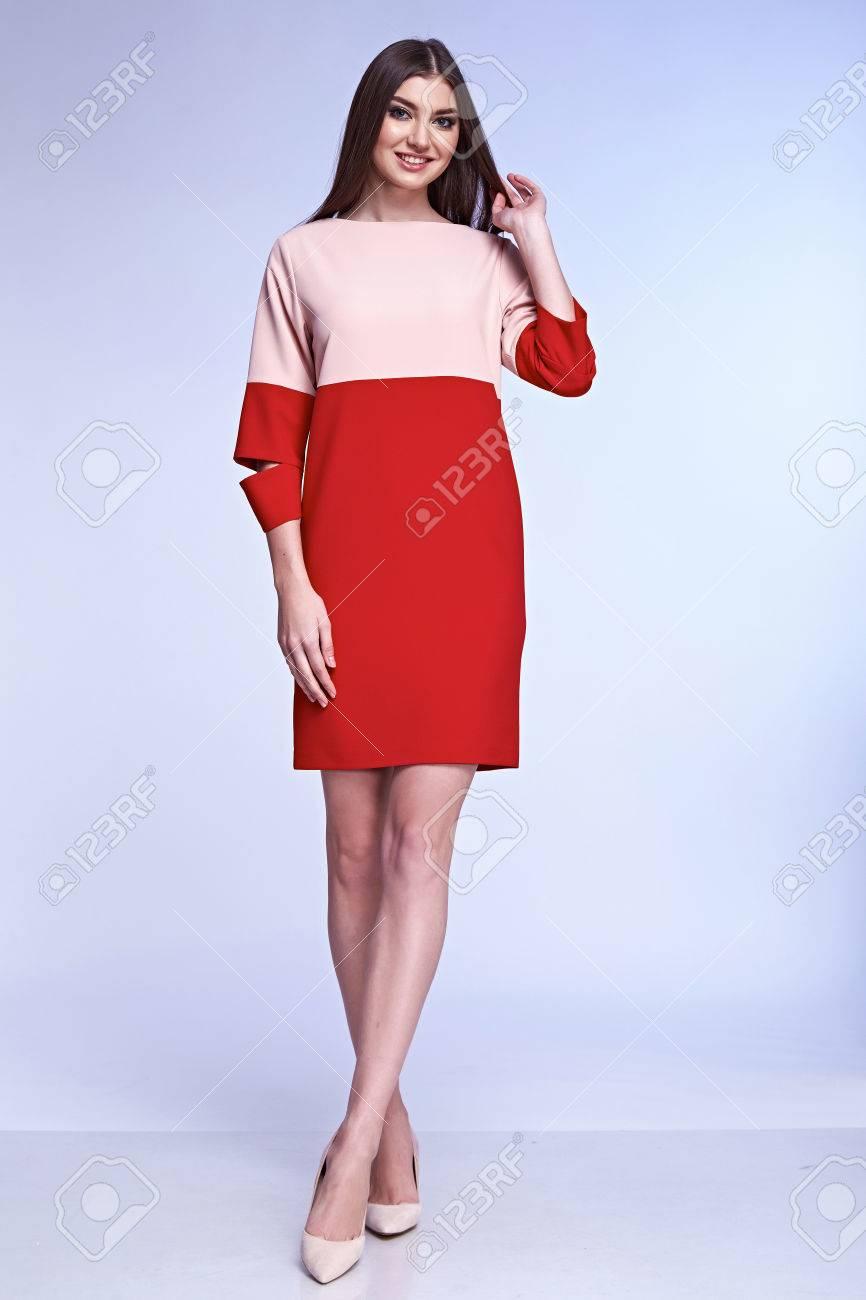 Sexy Elegante Frau Natürliche Schönheit Mode-Stil Kleidung Lässig ...