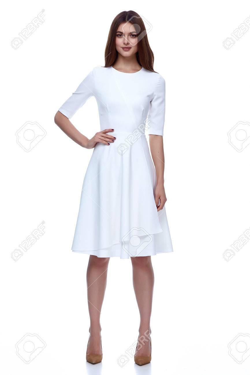 c9930788a91 Femme En Blanc Catalogue De Mode De Robe Courte Vêtements Beauté Mignonne  Robe En Mode Jour Modèle Glamour De Style Collection Printemps Mariée De ...