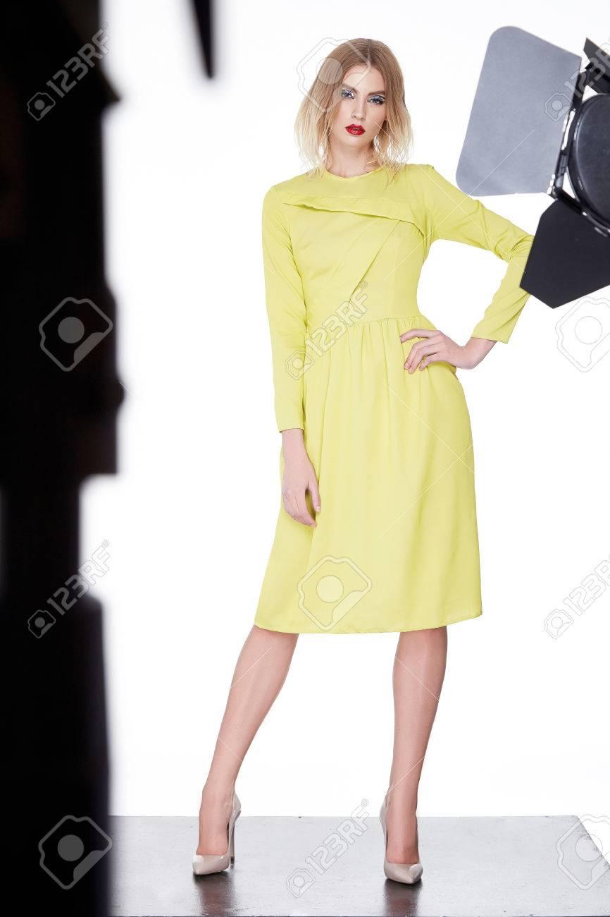Schöne Sexy Frau Blondes Haar Mode-Modell Tragen Stilvolle Kleidung ...