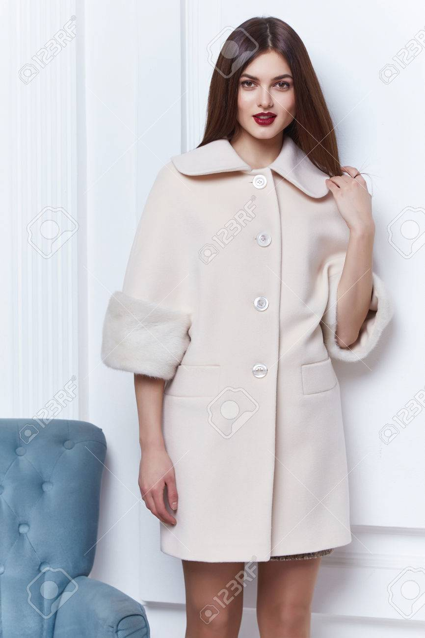 Business Woman Wear Casual Clothes Style For Winter Autumn Fashion Model Natural Cashmere Wool Coat Brunette