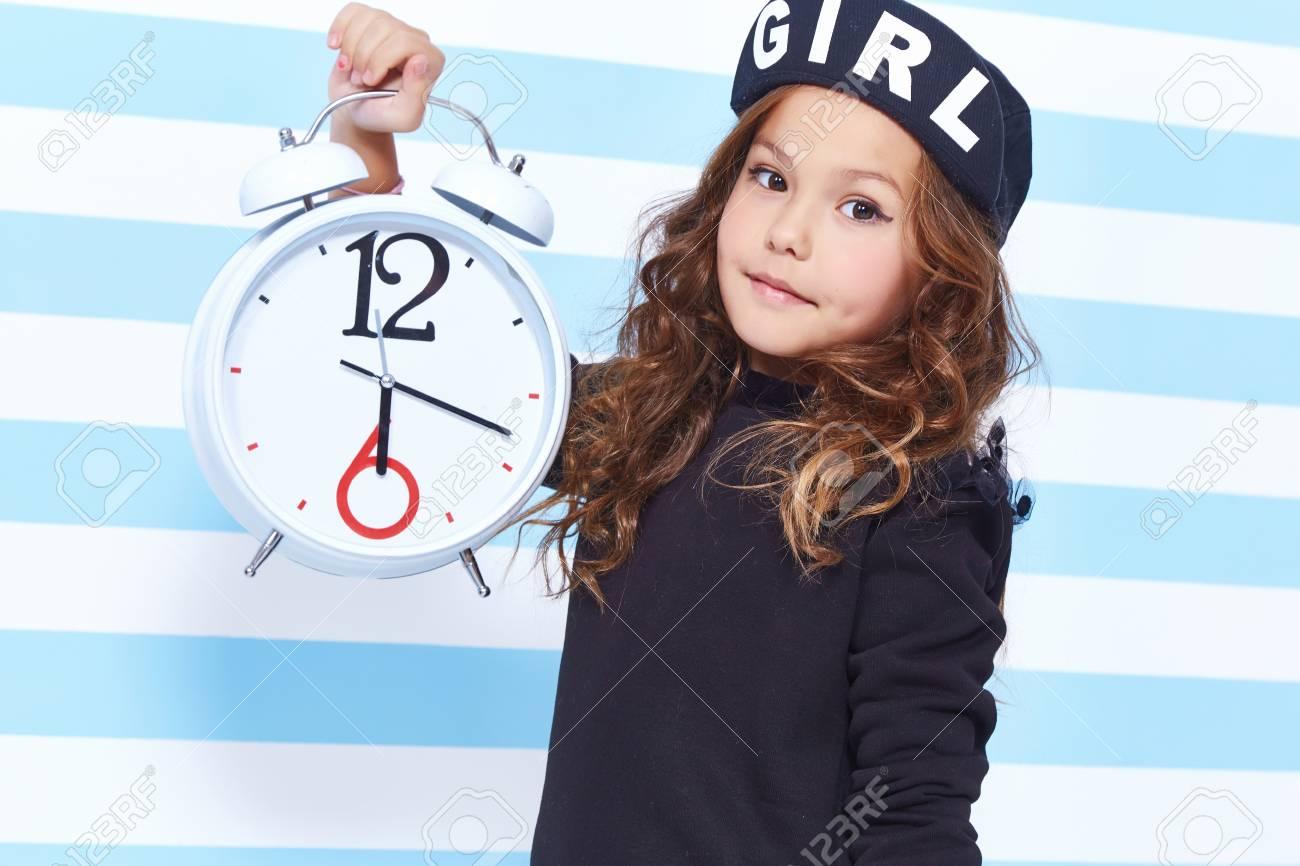 Schönes Nettes Hübsches Kleines Mädchen Baby Blonden Locken Spaß ...