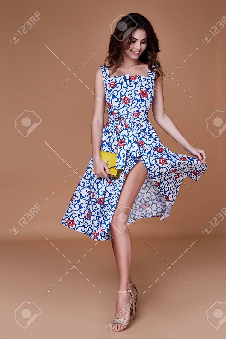 354736a07 Belleza mujer modelo desgaste elegante diseño tendencia ropa azul algodón  vestido informal estilo de verano para