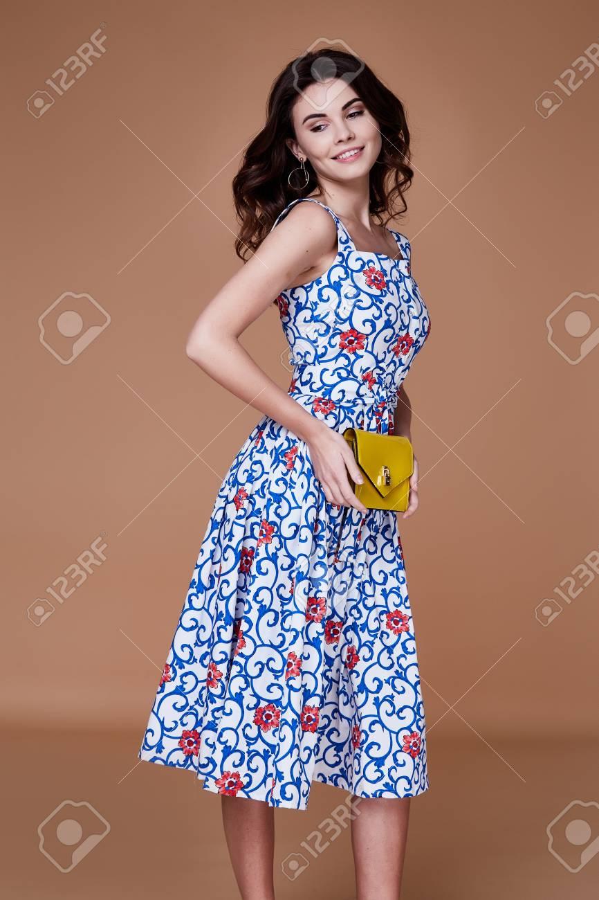 187975fa8eb00 Belleza mujer modelo desgaste elegante diseño tendencia ropa azul algodón vestido  informal estilo de verano para