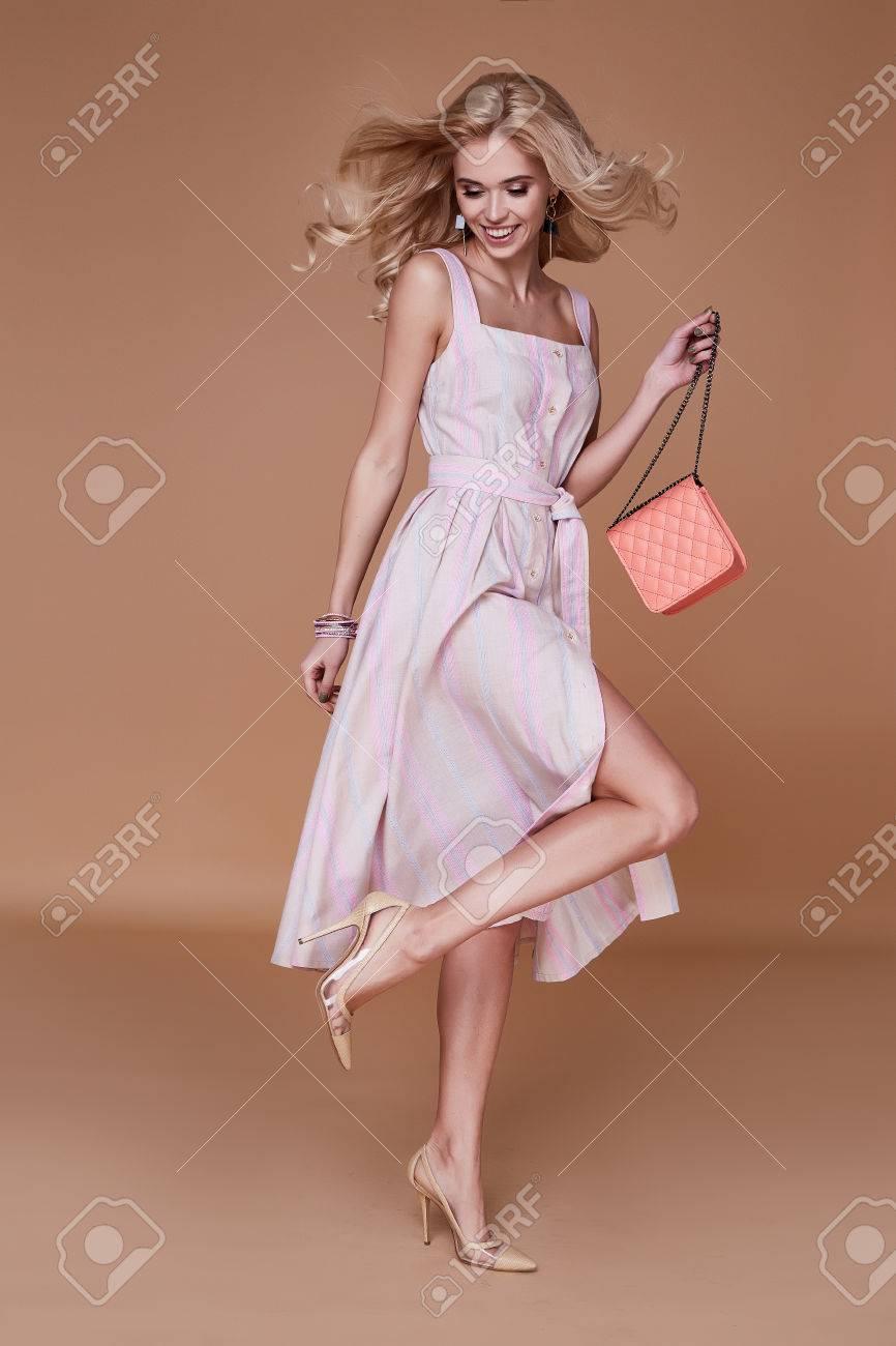 Erfreut Kaufen Partei Tragen Kleider Bilder - Hochzeit Kleid Stile ...