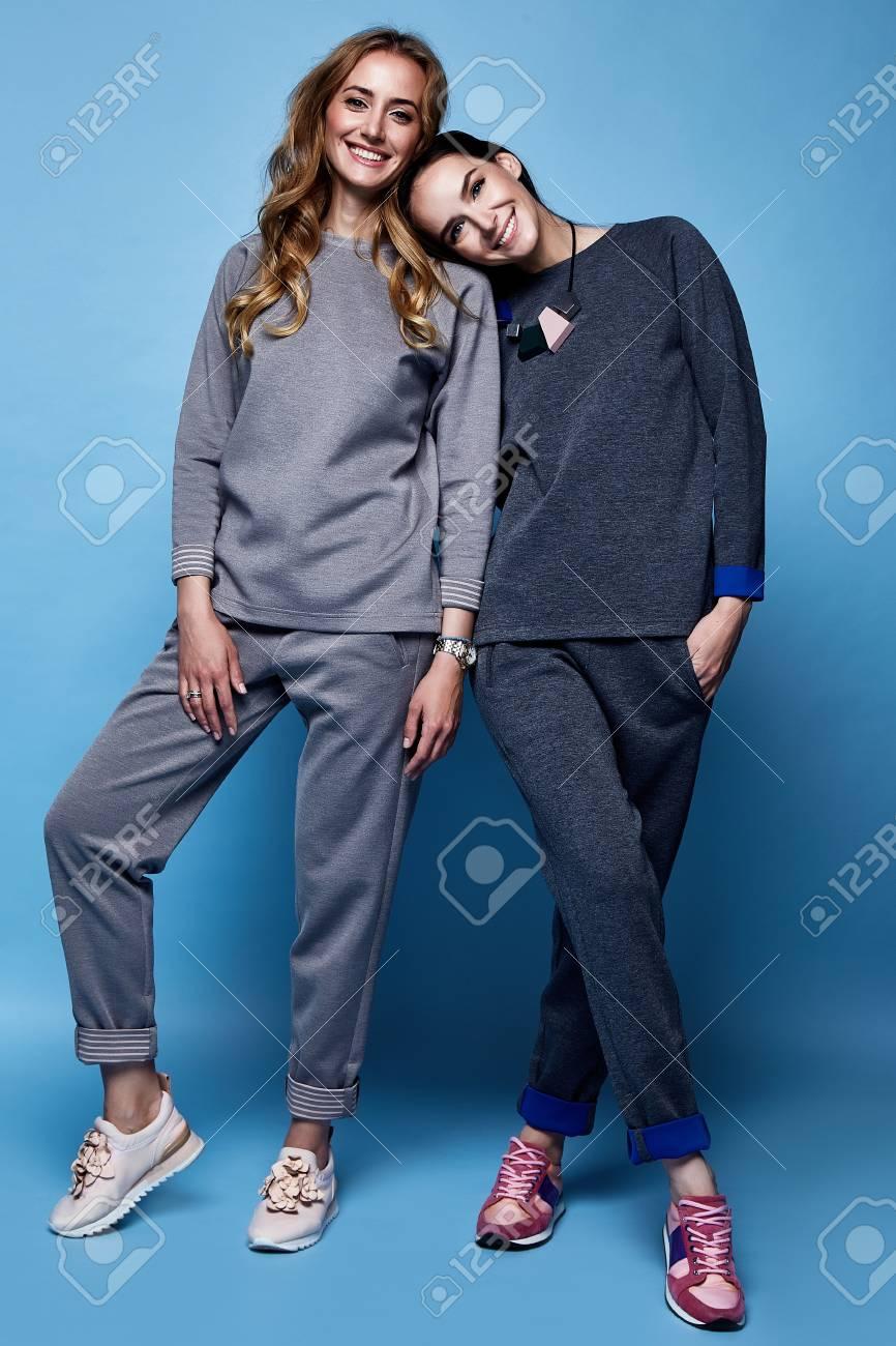 Zwei Schöne Frau Sexy Kleidung Casual Anzug Shirt Und Hosen Trendy ...