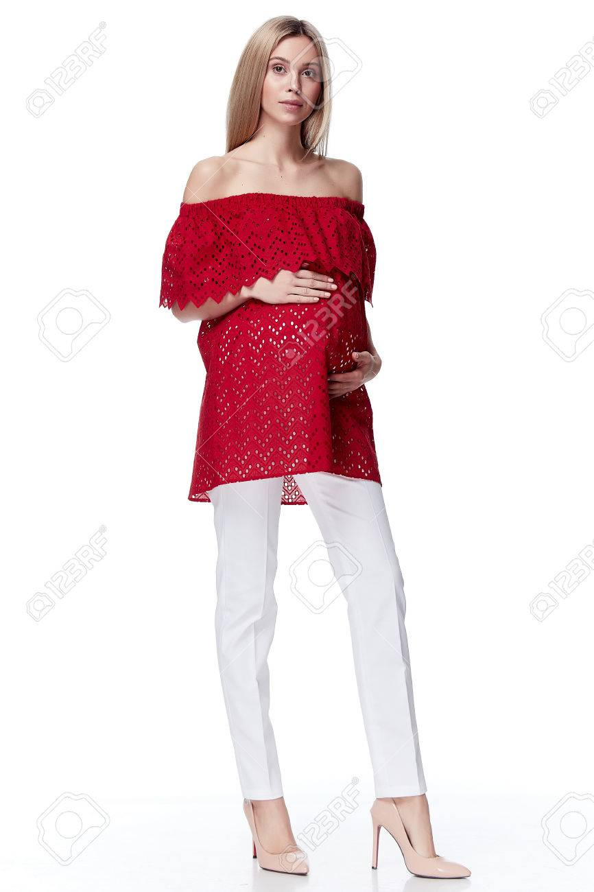 cheap closer at where can i buy Belle élégante femme enceinte cheveux blonds usure style mode chemisier  chemisier rouge pour la mère tenir dans le ventre de la main attendre bébé  ...