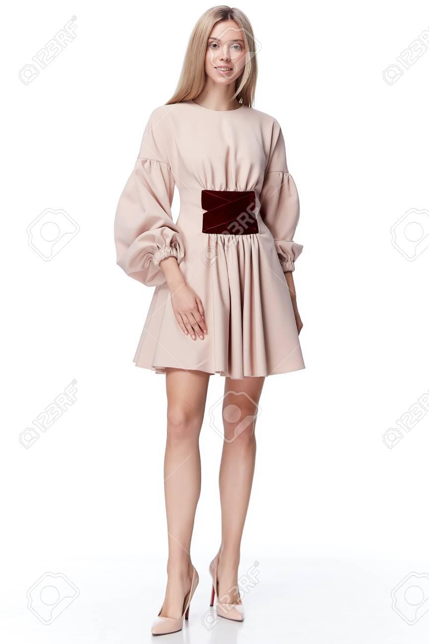 Sexy Hübsche Mode Modell Blonde Haare Frau Tragen Stil Für Party ...