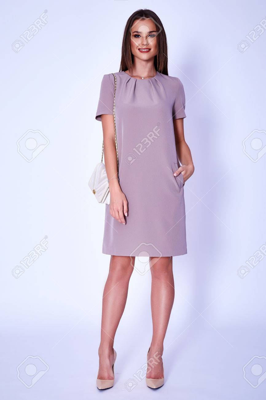 2b38d5473 Belleza modelo de mujer desgaste elegante diseño tendencia ropa vestido  informal formal estilo de oficina para el trabajo reunión caminata fiesta  ...