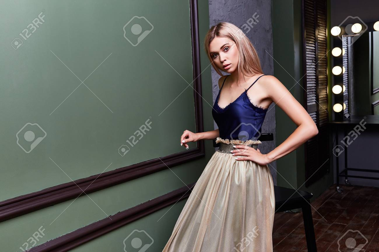 Blond Schöne Frau Sexy Dame Tänzer Schauspielerin Zeigen Elegante ...