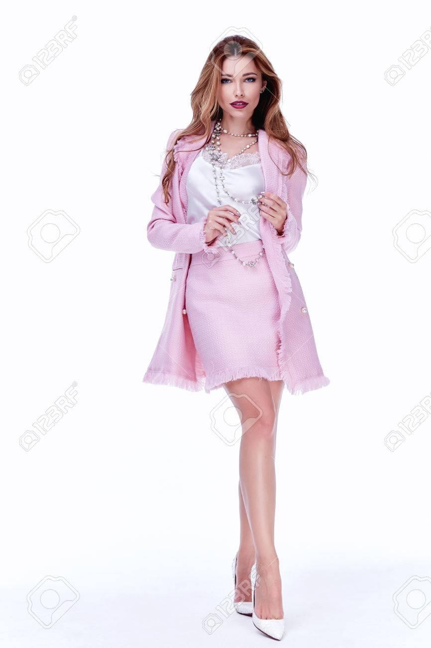 Belleza Modelo De Mujer Desgaste Elegante Diseño Tendencia Prendas ...