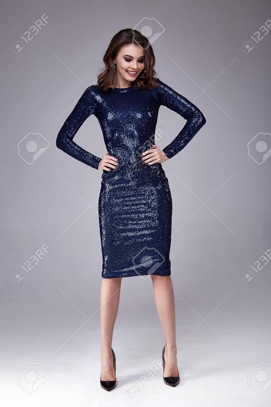 Schöne Sexy Frauenabnutzung Lux Dünnes Blaues Kleid Glänzende ...
