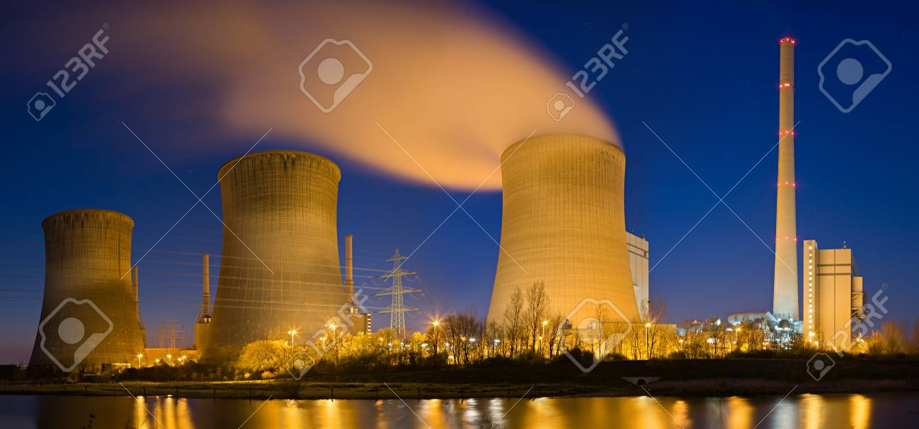 Panoramic high res shot of a coal power plant. - 125620174