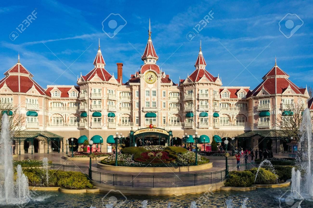 Marne-la-Vallée, Francia - 10 Marzo 2017: L\'hotel Di Disneyland E L ...