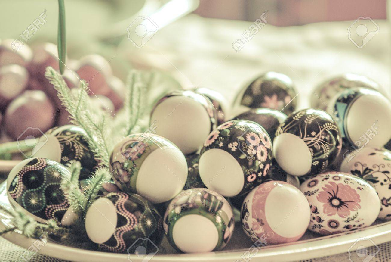 Nice Vintage Eastern European Easter Eggs In A Plate White Eggs With Floral  Patterns Stock Photo