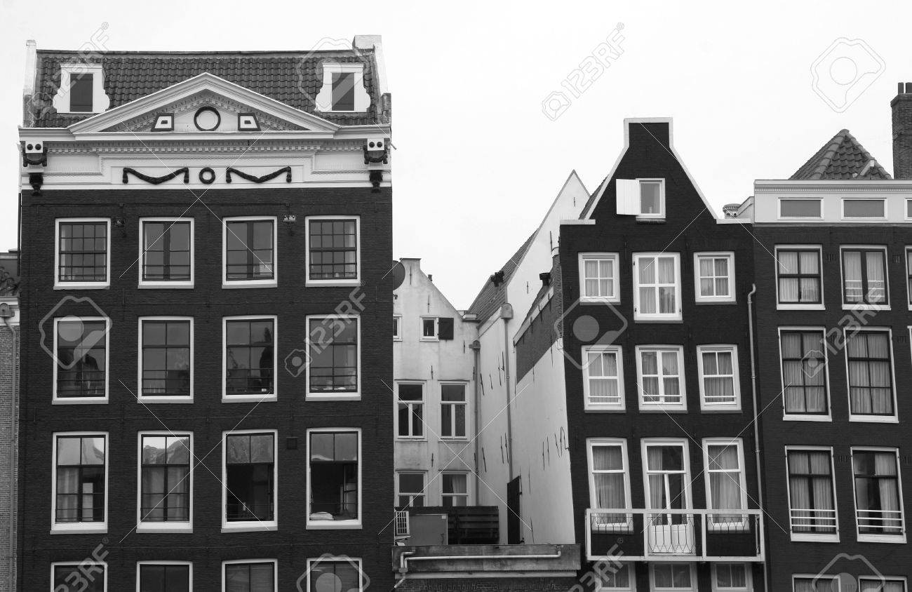 Sagging old canal houses in Amsterdam in balck and white Stock Photo - 13203009