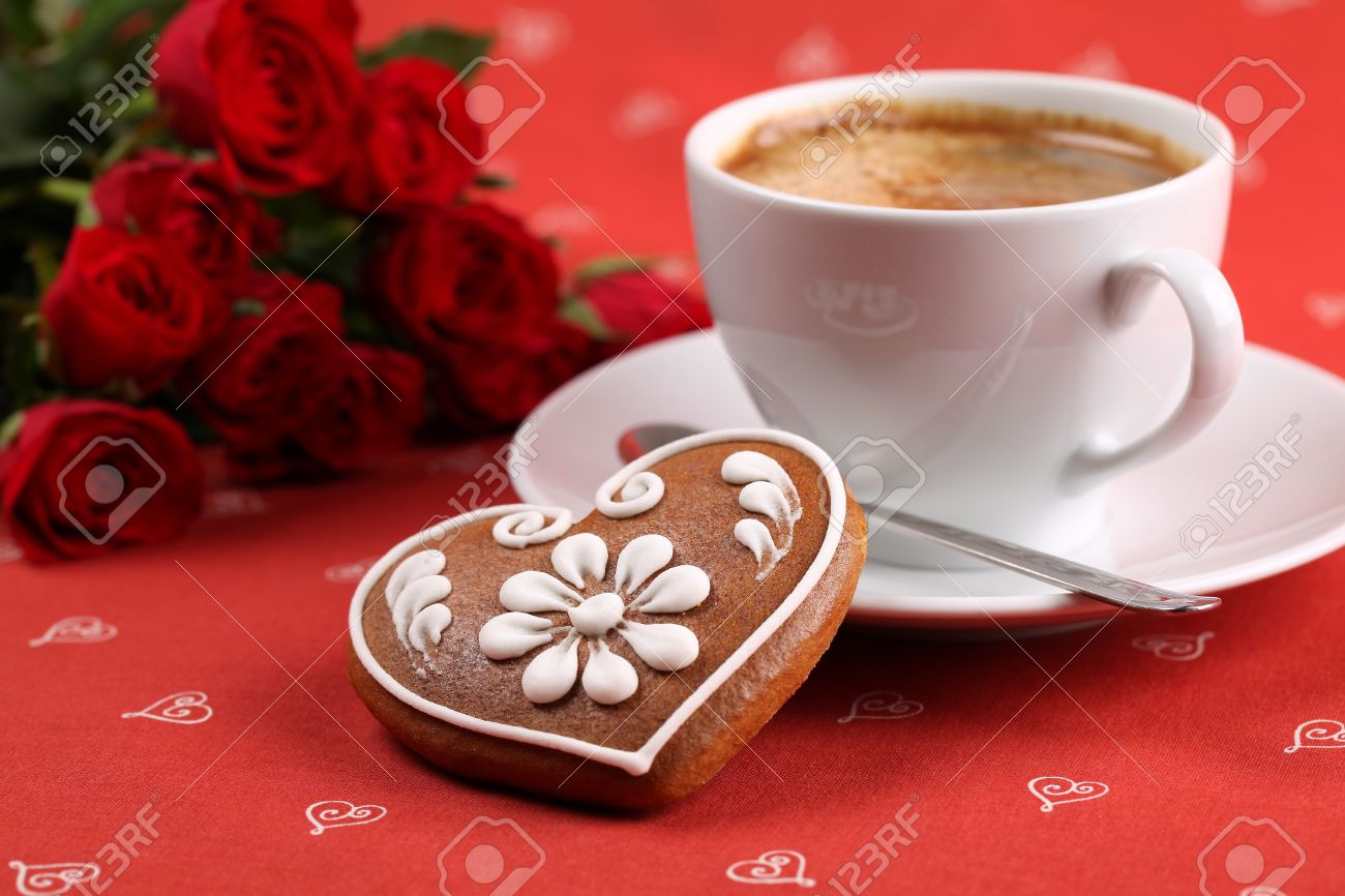 Gingerbread heart with coffee and red roses on red background. Shallow dof Stock Photo - 8771240