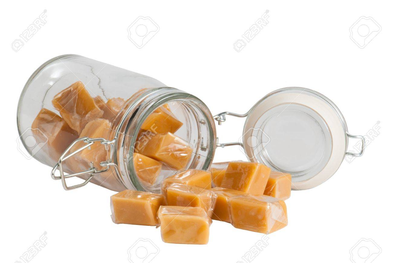 Light brown caramel sweets in a glass, isolated Standard-Bild - 9886445