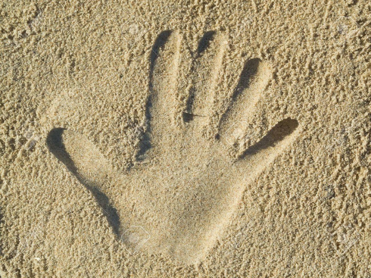 Optical illusion - Handprint in the sand Standard-Bild - 13284991