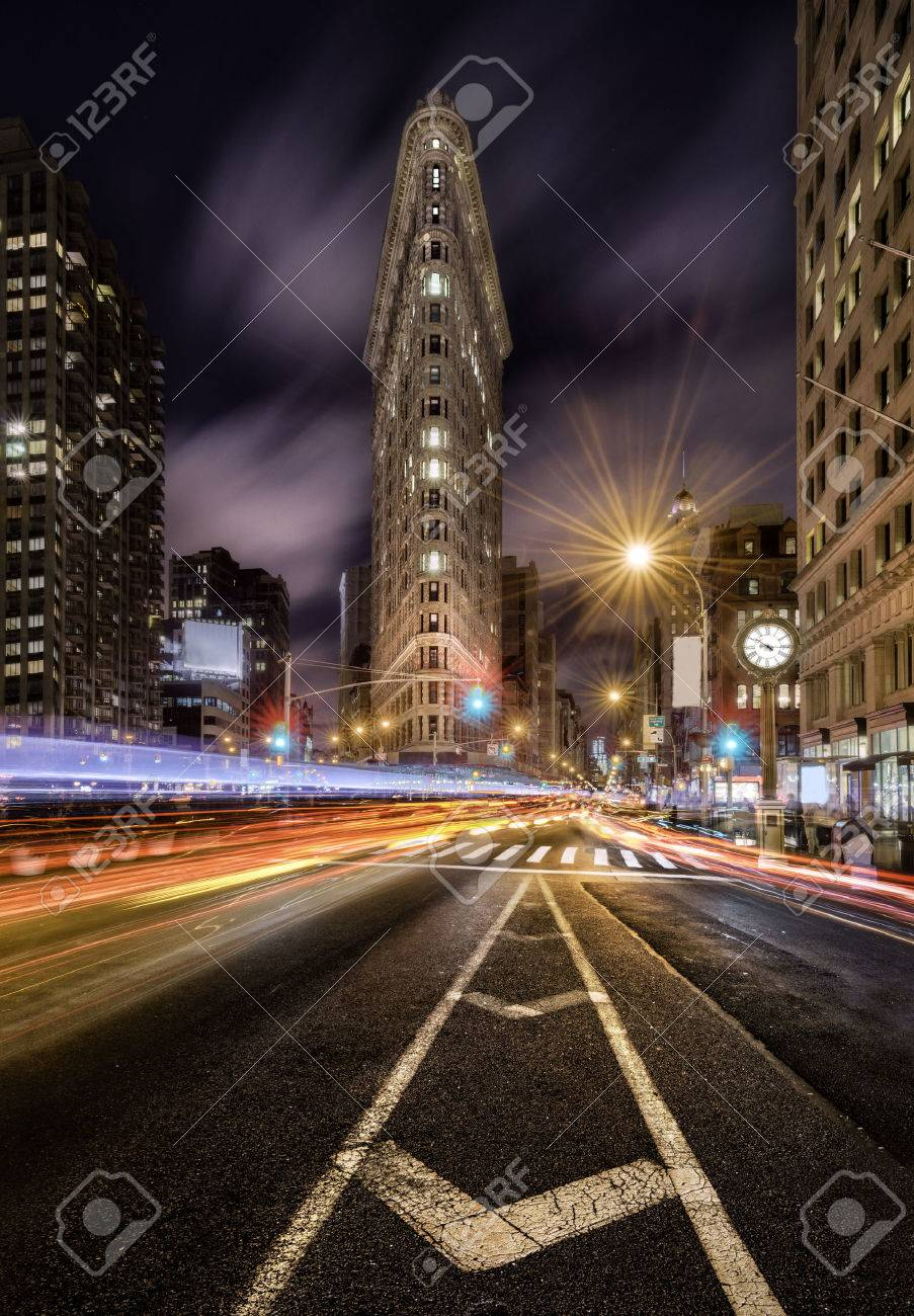 Night light trails in the fifht avenue, New York City - 32109198