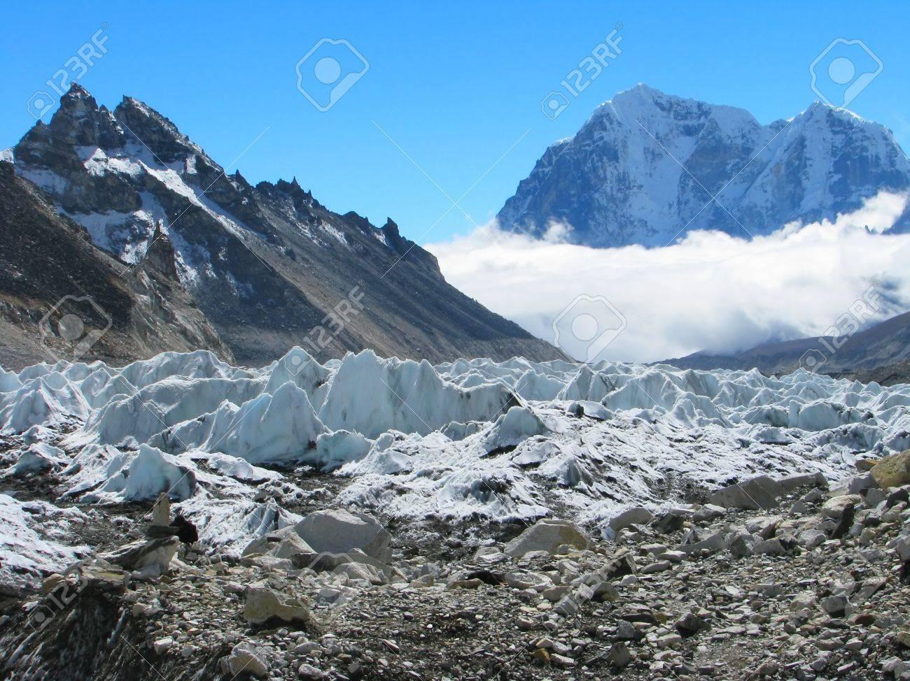エベレスト ベース キャンプ サ...