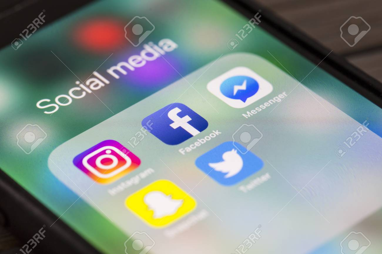 OXFORD, UK - AUGUST 22nd 2018: Social media app icons for instagram, facebook, snapchat and twitter on a smartphne screen. - 109867414