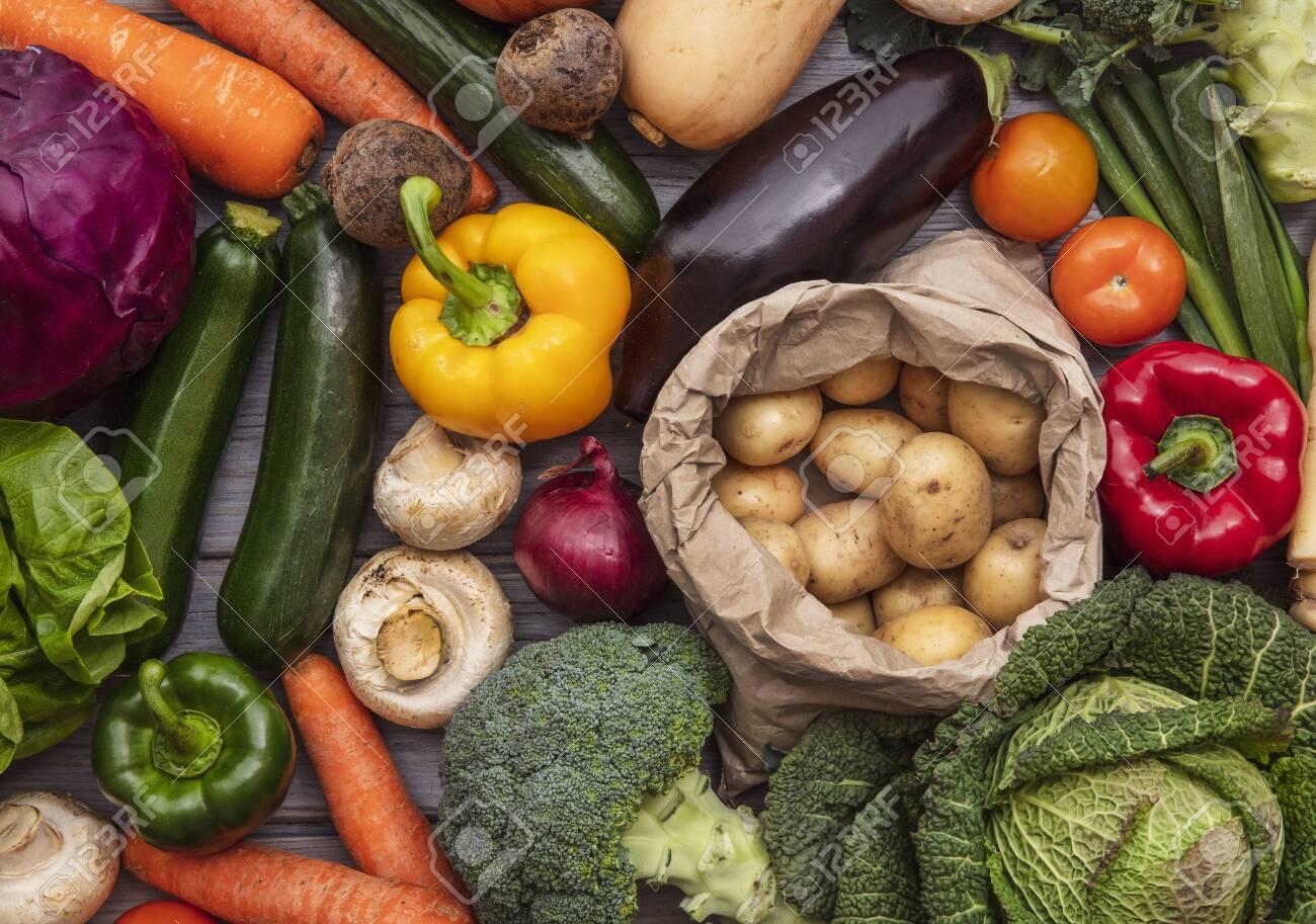 Layflat composition of fresh organic vegetables - 143234814