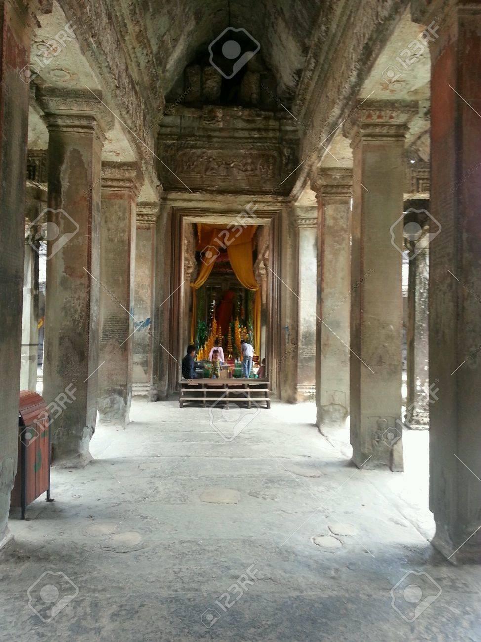 Introdução / ambientação - Página 14 27855537-the-inner-sanctum-of-angkor-wat-temple-