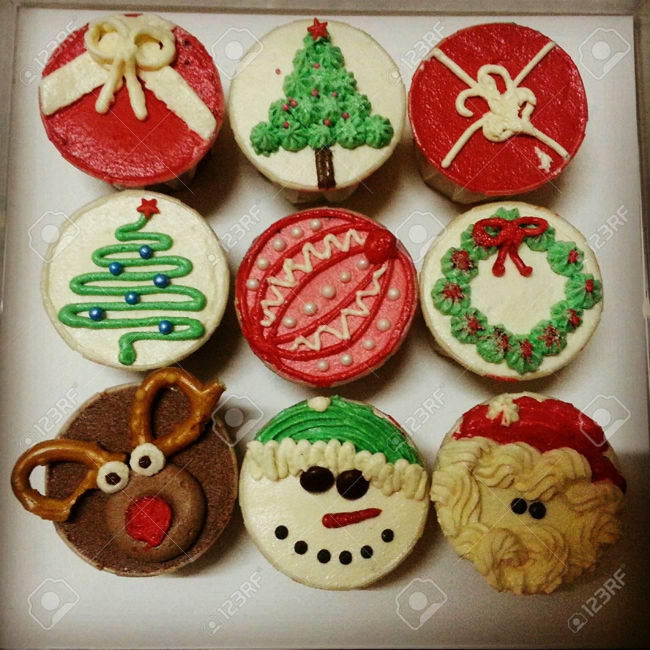 Nette Kleine Kuchen Fur Weihnachten Lizenzfreie Fotos Bilder Und