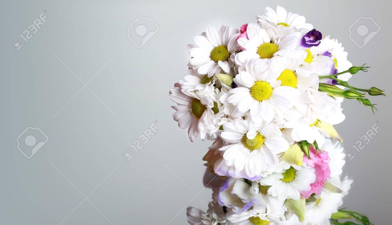 Brautstrauss Aus Weissen Ganseblumchen Lizenzfreie Fotos Bilder Und