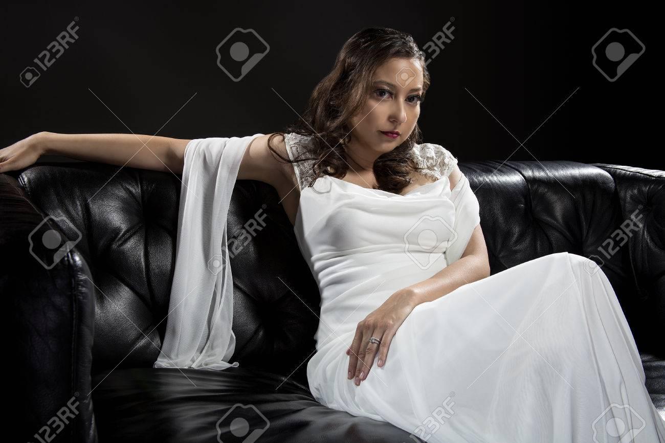 Braut Modellierung Moderne Mode-Trend Von Einfachen, Aber Eleganten ...