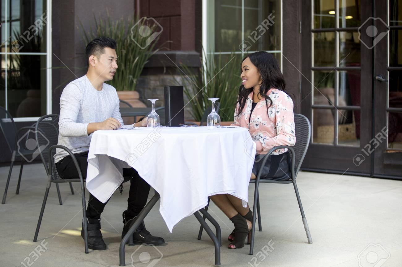 Familie gegen interrassisches Dating