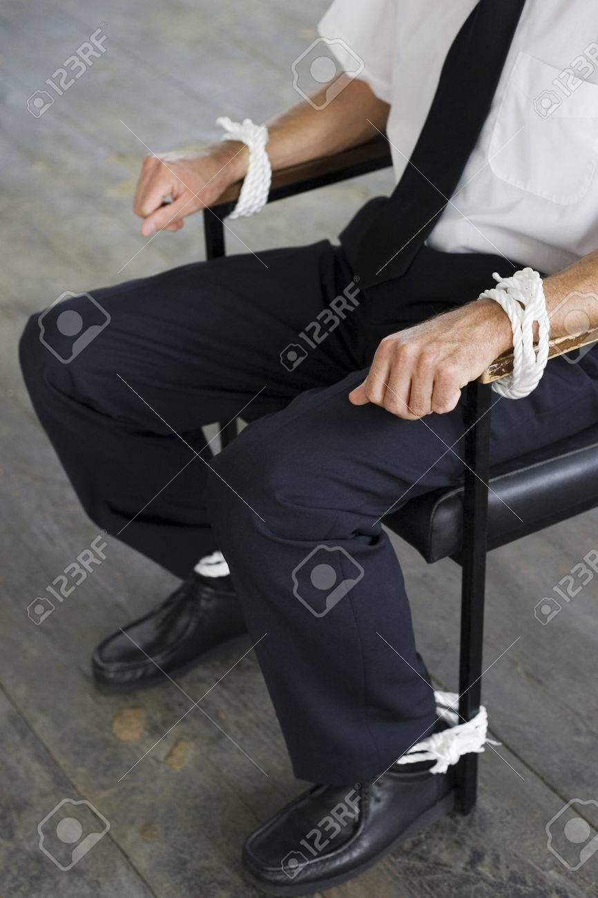 Связанная к стулу фото 20 фотография