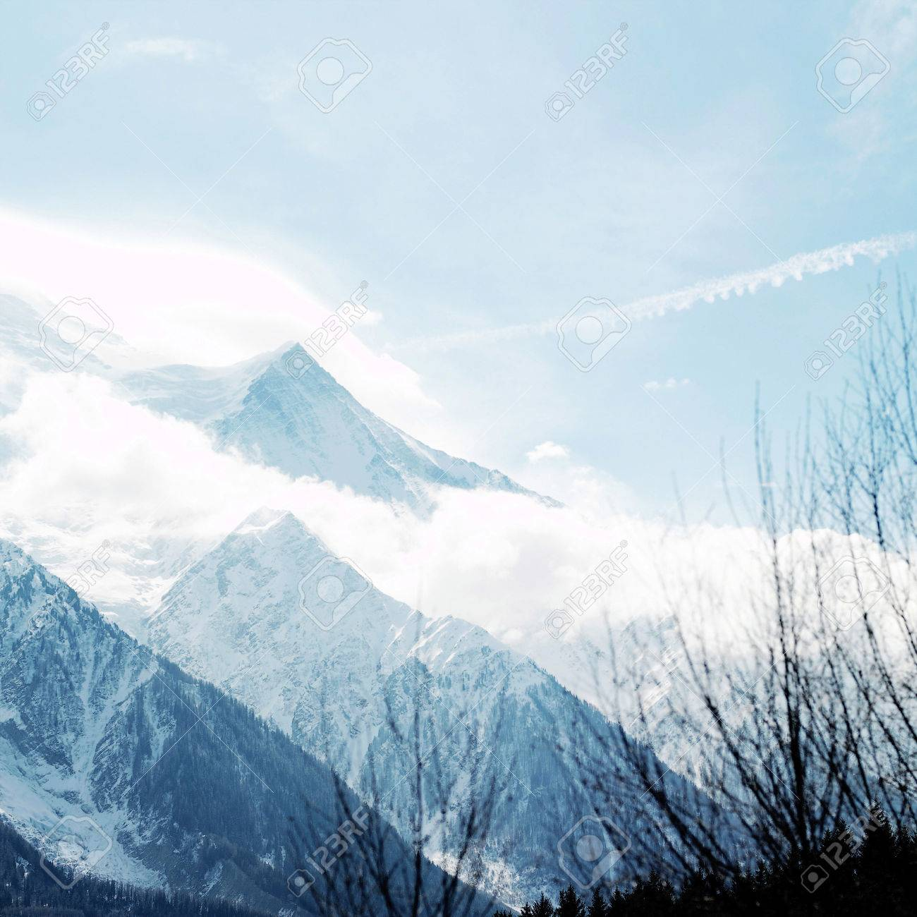 Snow-covered mountain landscape Stock Photo - 26271831