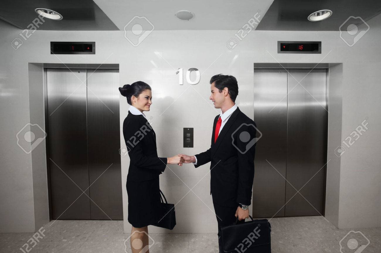 Businessman and businesswoman shaking hands Stock Photo - 26387072