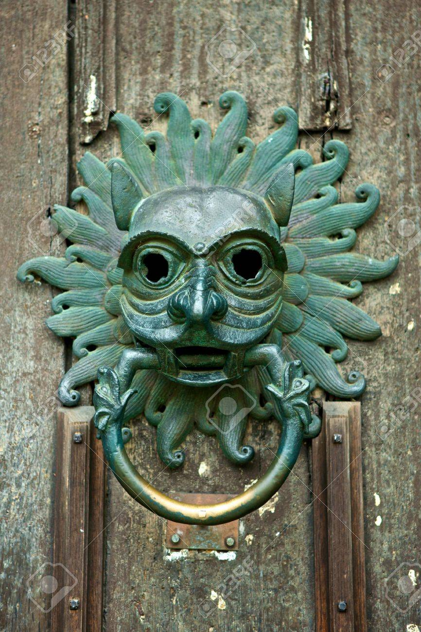 Antique Door Knocker At The Front Door Of Durham, Cathedral, England Stock  Photo