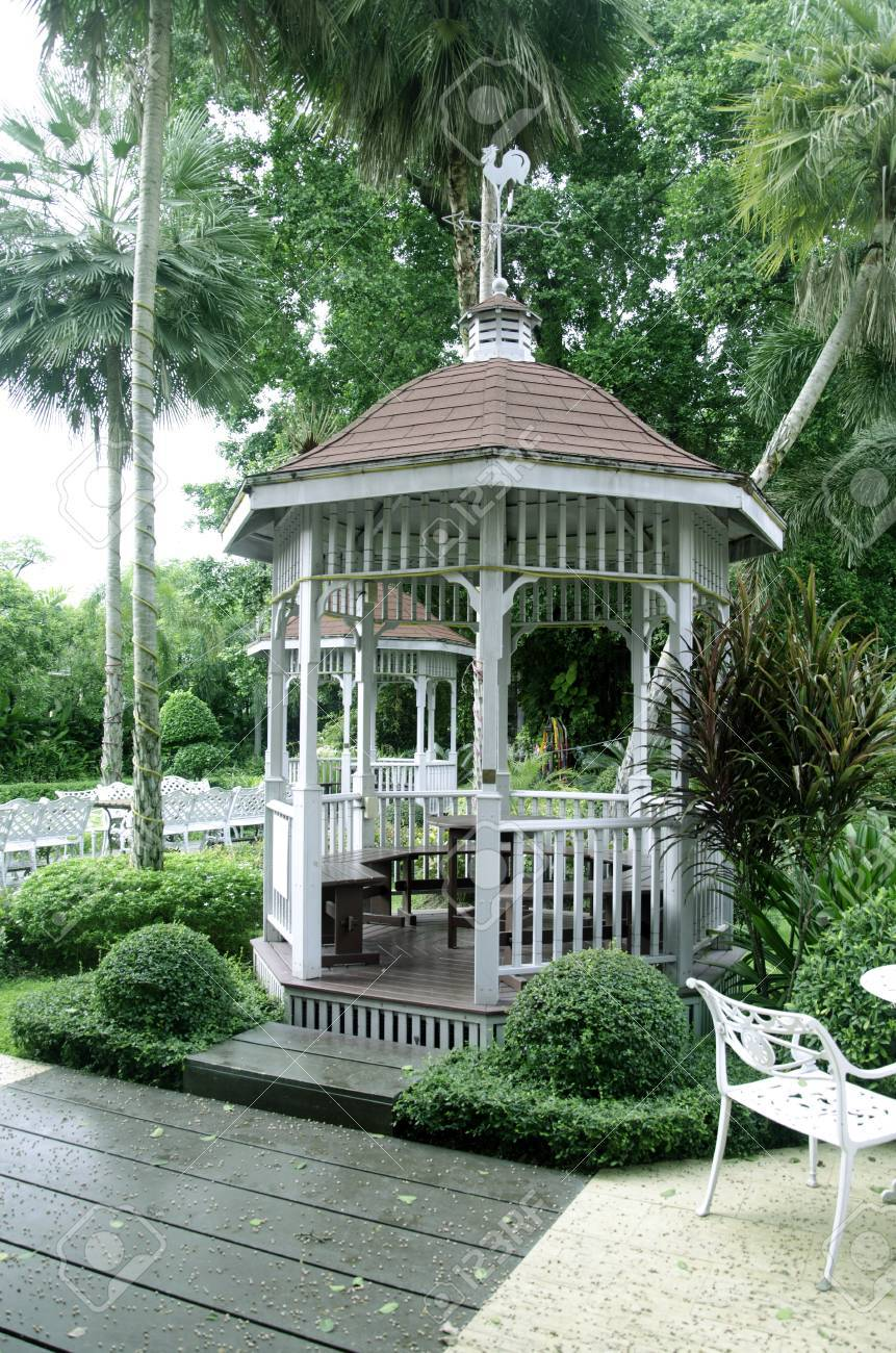 Bevorzugt Weiß Holz Pavillon Im Garten. Lizenzfreie Fotos, Bilder Und Stock ZK99