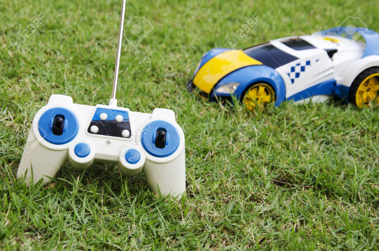 Car radio with a lawn in the background. - 50306878