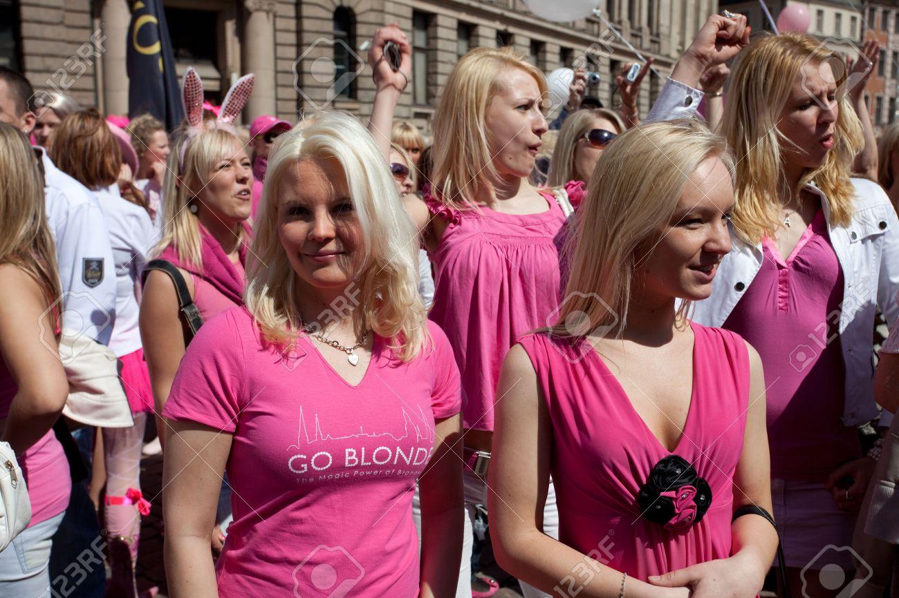 tolpa-blondinka