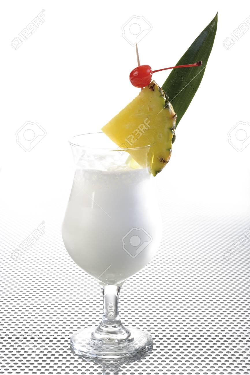 Pina Colada cocktail Stock Photo - 23675010