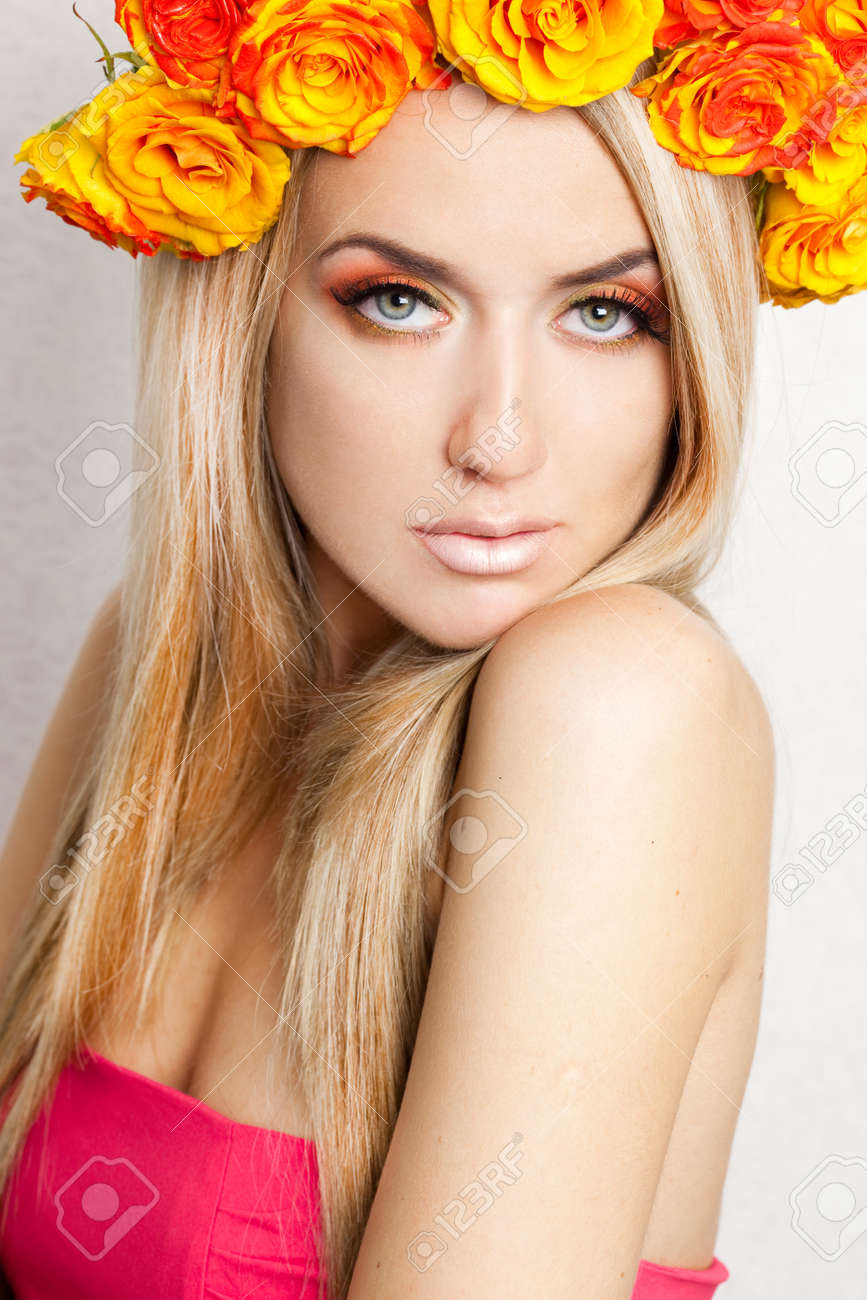 beautiful fashionable woman with roses Stock Photo - 7781945