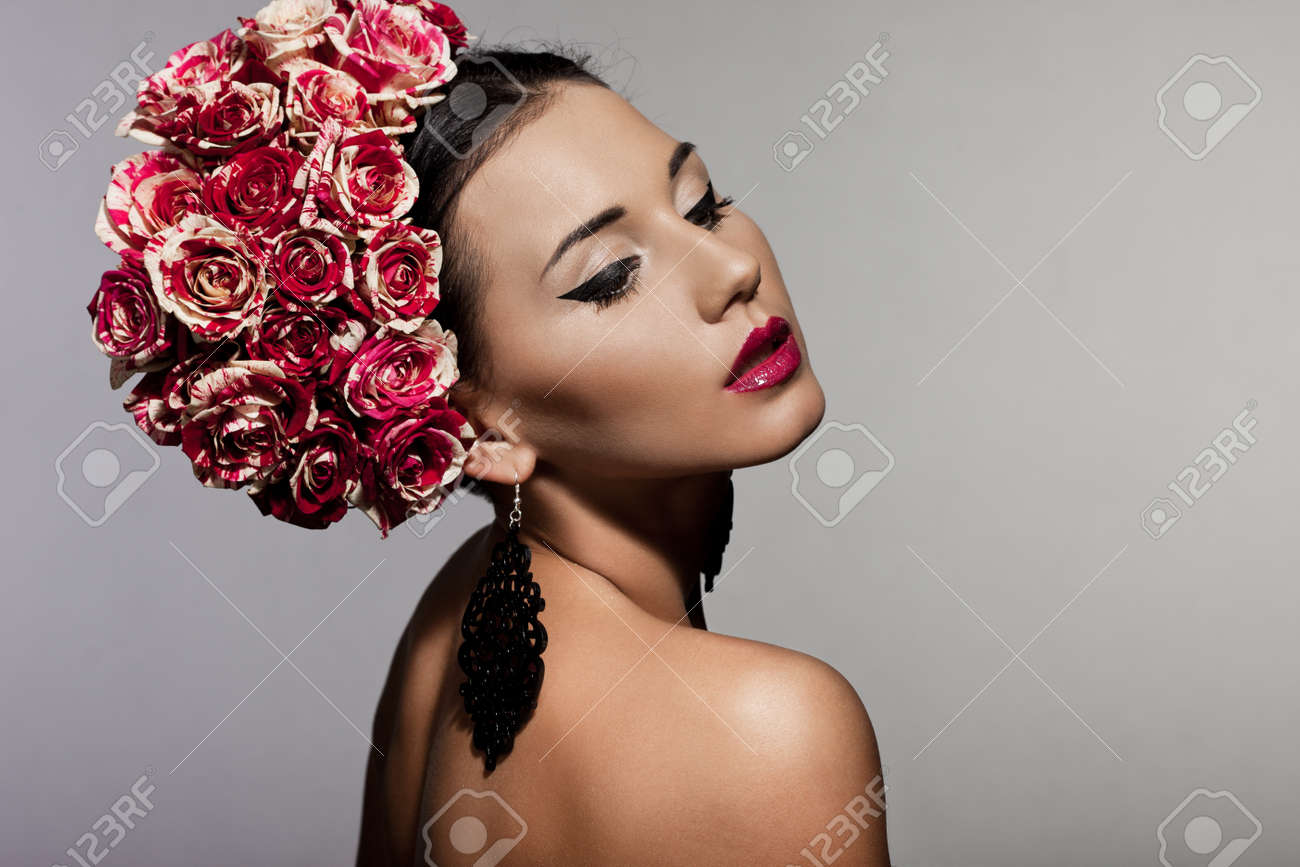 beautiful fashionable woman with roses Stock Photo - 13603554