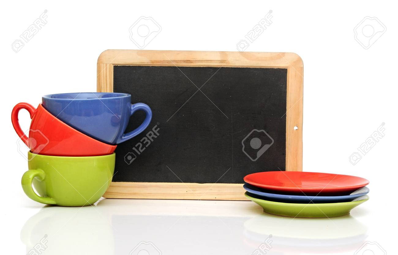 Set of colorful cups with blackboard on white. tea time - 20073414