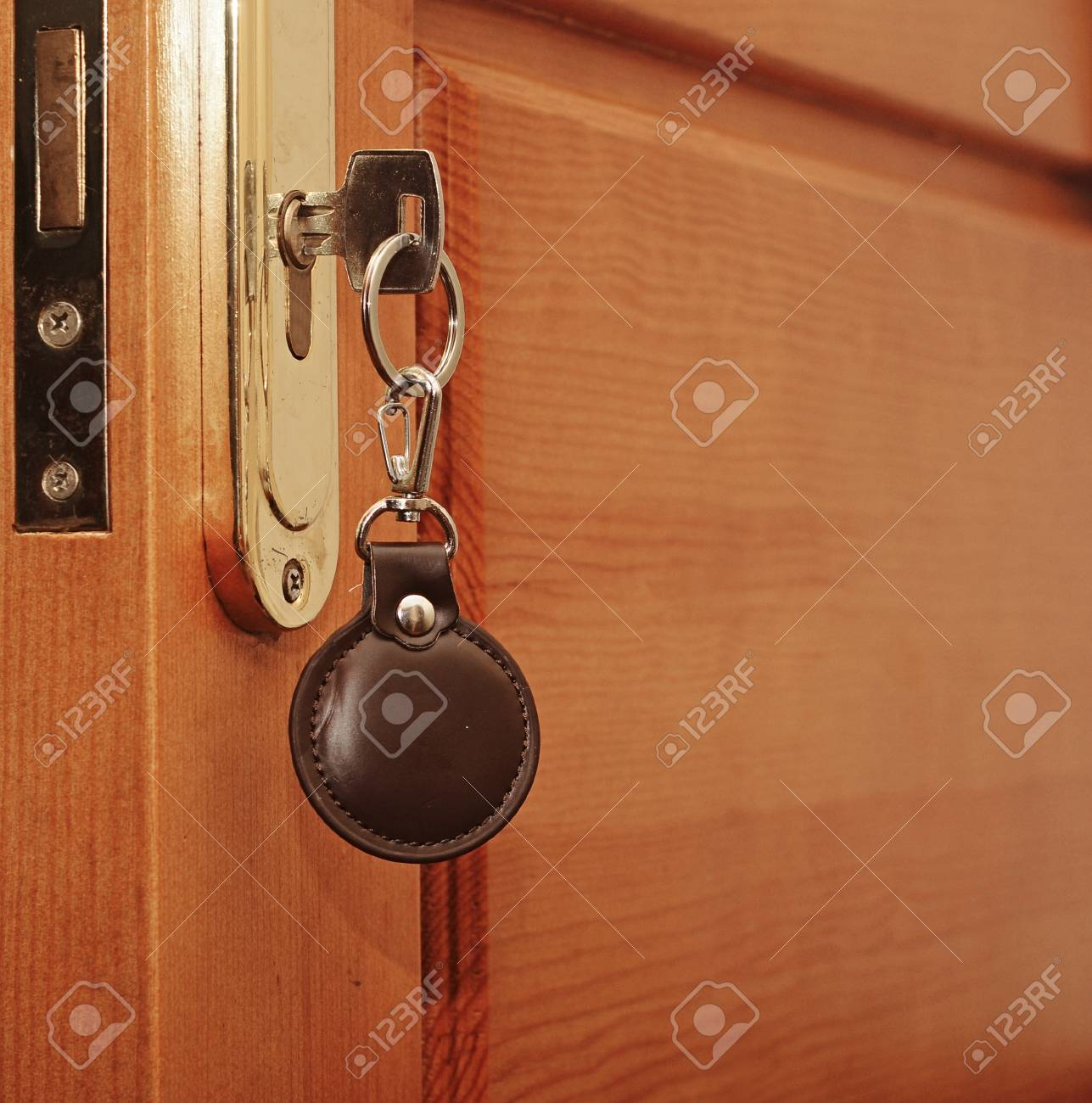 key in keyhole with blank tag Stock Photo - 21046980